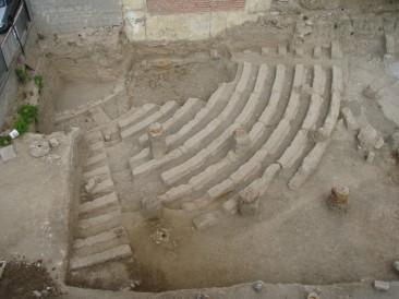 Ανασκαμμένο τμήμα τού αρχαίου θεάτρου Αχαρνών σε οικόπεδο, 4ος αιώνας π.Χ.