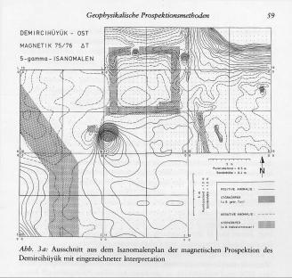 Εντοπισμός κτισμάτων (με γκρι διαγράμμιση στον χάρτη) με τη μέθοδο μέτρησης τής μαγνητικής αντίστασης των περιεχομένων τού εδάφους.