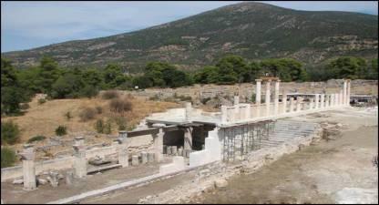 Η στοά τού Αβάτου στο Ασκληπιείο τής Επιδαύρου μετά τη μερική αναστήλωσή της.