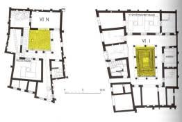 Κάτοψη οικιών στη Δήλο, μετά το 166 π.Χ. Διακρίνεται με κίτρινο χρώμα το περιστύλιο.