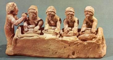 Ζύμωμα ψωμιού, πήλινο ειδώλιο από τη Βοιωτία, 5ος αιώνας π.Χ.
