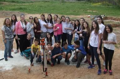 Η ανασκαφική ομάδα τού Α΄ 1 τμήματος τού Β΄ Αρσακείου - Τοσίτσείου Γυμνασίου Εκάλης.