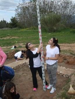Σταθερή τοποθέτησης της σταδίας για μετρήσεις βάθους των αρχαιολογικών στρωμάτων.