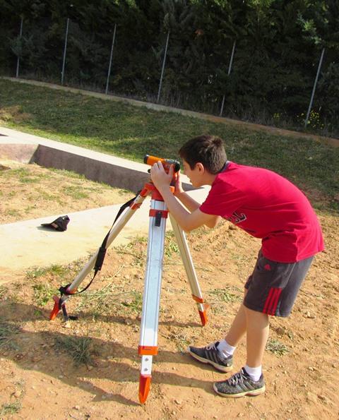 Χρήση χωροβάτη για τις μετρήσεις βάθους των αρχαιολογικών στρωμάτων