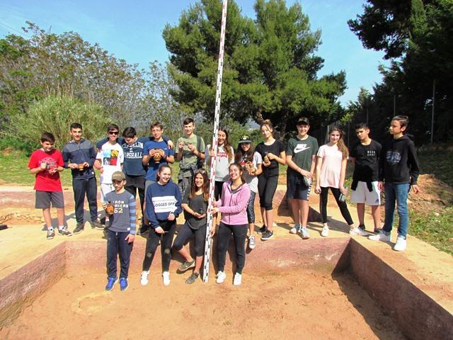 Η αρχαιολογική ομάδα τού Β΄4 τμήματος
