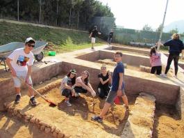 Η αρχαιολογική ομάδα τού α3 τομέα αποκάλυψε θεμέλια κτηρίου κλασικής εποχής