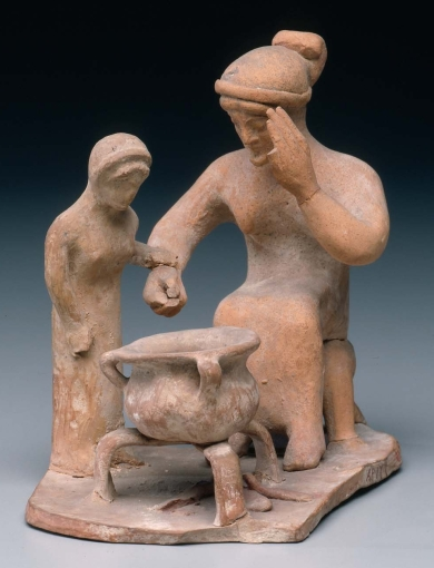 Πήλινο ειδώλιο από τη Βοιωτία, η ηλικιωμένη γυναίκα μαγειρεύει και λέει στο κορίτσι να προσέχει, 500-475 π.Χ., Museum of Fine Arts, Boston
