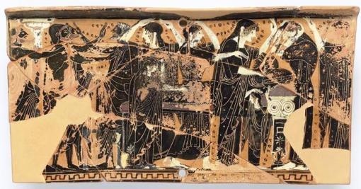 Μελανόμορφος αττικός πίνακας, 500 π.Χ., ο νεκρός, στο προσκέφαλό του η μητέρα του (ΜΕΤΕΡ) που τον χαϊδεύει, δίπλα η γιαγιά, πίσω από την μητέρα συγγενείς (ΘΕΘΙΣ ΠΡΟΣ ΠΑΤΡ) που θρηνούν τίλλουσαι την κόμην, ο πατέρας (ΠΑΤΕΡ) και ο αδελφός αποχαιρετούντες, η μικρή αδελφή κ.ά., Λούβρο