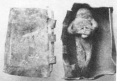 Κατάδεσμος, μικρό μολύβδινο ομοίωμα φερέτρου με νεκρό δεμένο στο εσωτερικό του.