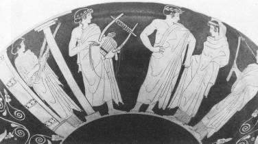 Ερυθρόμοφη κύλικα, 460-450 π.Χ., γαμήλια πομπή, άφιξη στο σπίτι του γαμπρού: η μητέρα του γαμπρού τους υποδέχεται με πυρσούς στο κατώφλι, αοιδός με λύρα, το ζεύγος, η μητέρα της νύφης με πυρσό, Βερολίνο, Staatliche Museen, F 2350