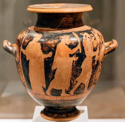 Πομπή προς Ελευσίνα: Δαδούχος και μύστης συνοδευόμενοι νοερά από την Κόρη. Ελευσίνα, 460-50 π.Χ.