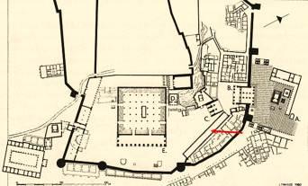 Το ιερό Δήμητρας και Κόρης στην Ελευσίνα (το βέλος δείχνει τις σιταποθήκες του ιερού)