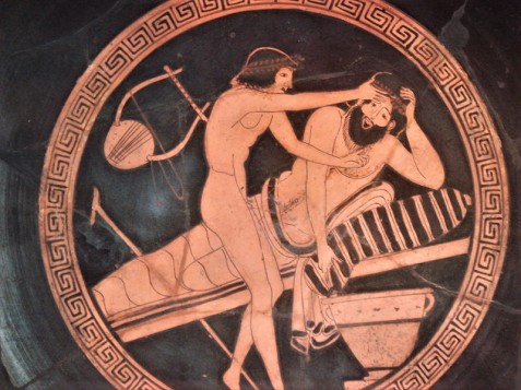 2. Συμποσιαστής υποστηρίζεται από νεαρό για να κάνει εμετό. Ερυθρόμορφη κύλικα, 5ος π.Χ. αι., Κοπεγχάγη, Εθνικό Μουσείο
