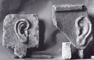 13γ. Αναθήματα με αυτιά, Εθνικό Αρχαιολογικό Μουσείο, Αθήνα