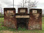 9α. Μπροστινή όψη του τάφου με τα ανάγλυφα