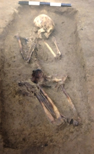25γ. Νεκρή σε τάφο στα Άβδηρα, 7ος π.Χ. αιώνας