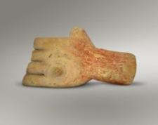 45ε. Πήλινο χέρι με μικρό όγκο αφιερωμένο στο ιερό