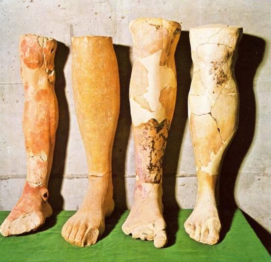 45δ. Πήλινα πόδια αφιερωμένα στο ιερό